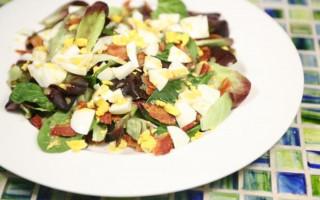 Egg & Bacon Breakfast Salad