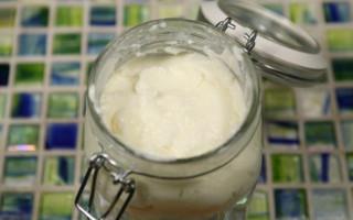 Toum  Lebanese Garlic Sauce
