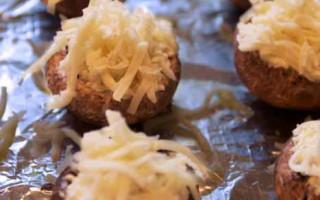 Artichoke Dip Stuffed Mushrooms